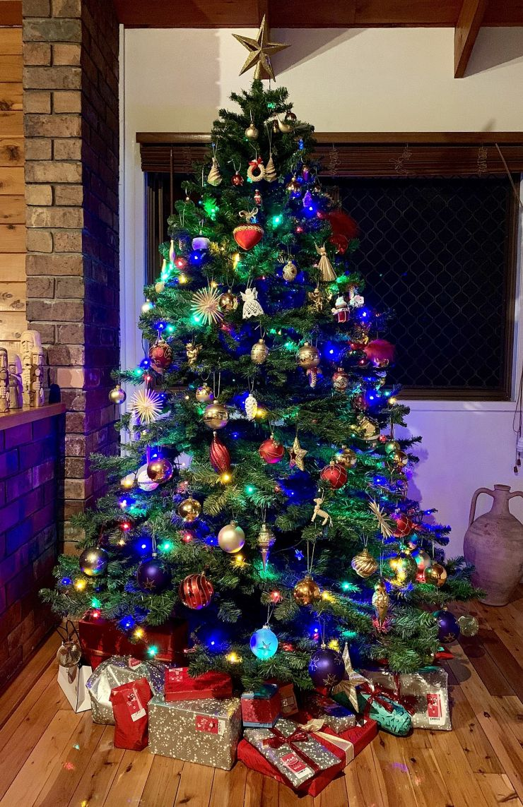 1200px-Christmas_tree_with_presents_in_a_privite_house_on_Christmas_Eve_night.jpg